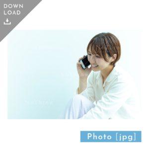 N_000930_6994_【写真素材】スマホで電話をする女性