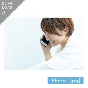 N_000930_7022_【写真素材】スマホで電話をする女性