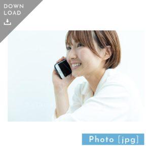 N_000930_7027_【写真素材】スマホで電話をする女性