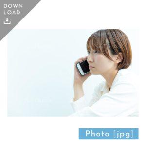 N_000930_7036_【写真素材】スマホで電話をする女性